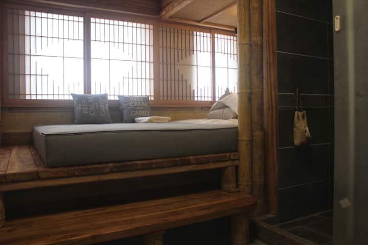 京都梦大汉魂——普陀山古风榻榻米家庭房,适合二胎四口之家。配影音设备,中央空调(独门独户自助入住)