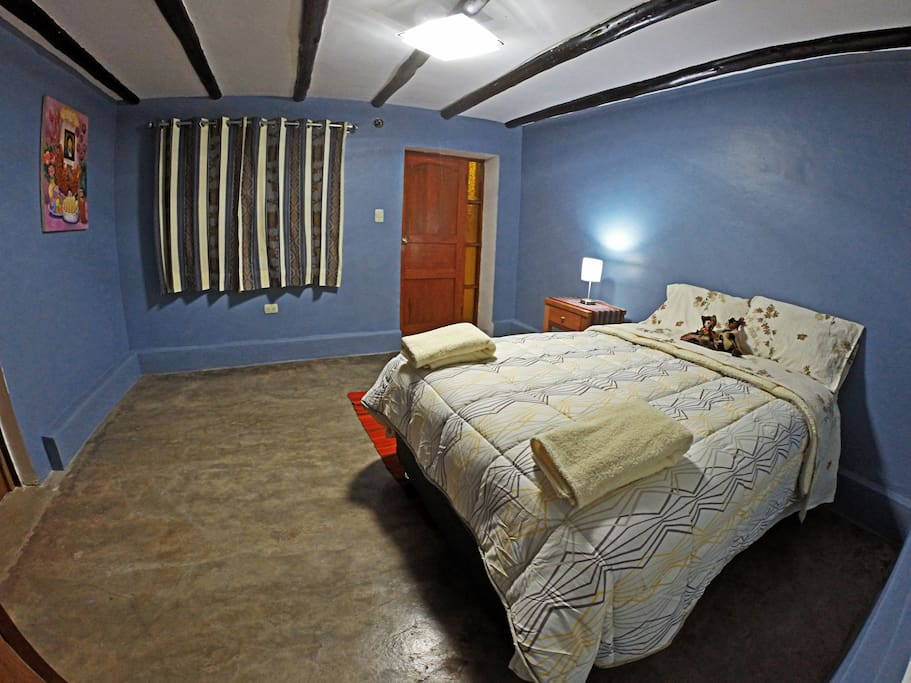 Habitación matrimonial con baño privado