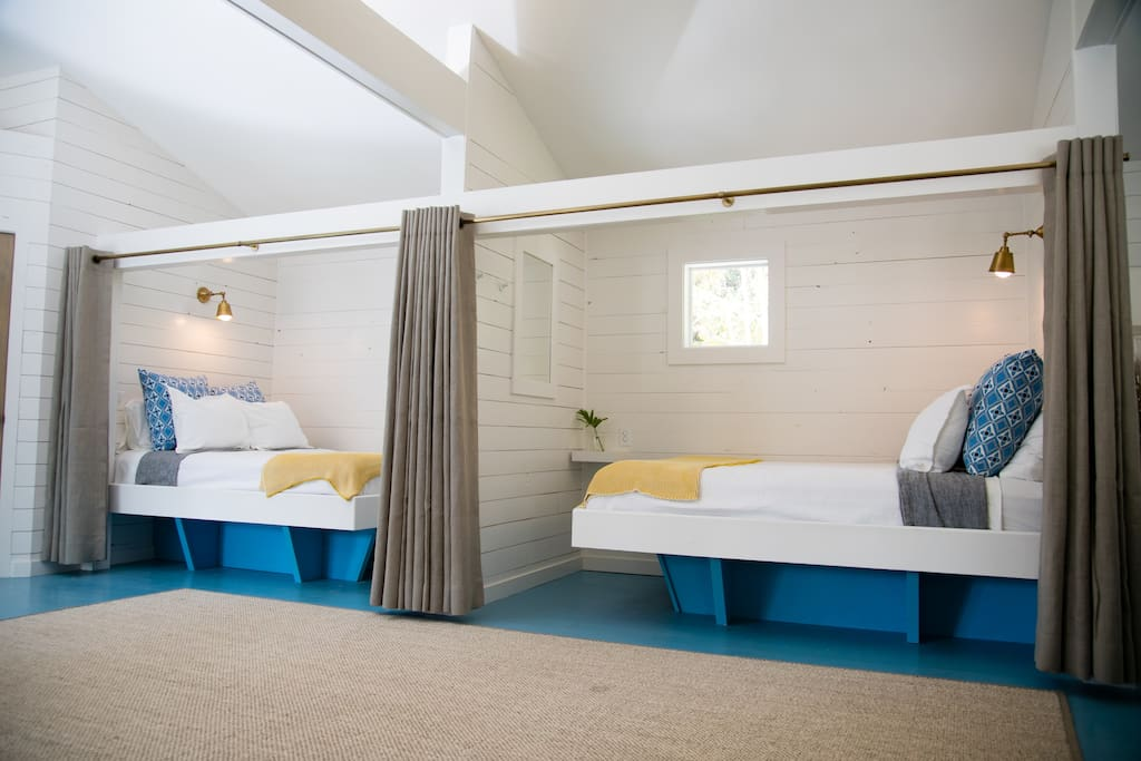 """Cheery & private """"luxury train-car style"""" in the open quarters of Polo Bunk"""