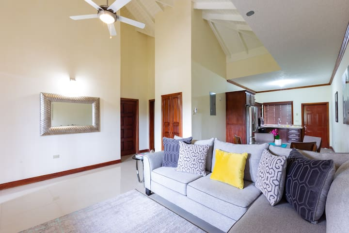Penthouse Oasis, Free WIFI+Int Calls+Cable