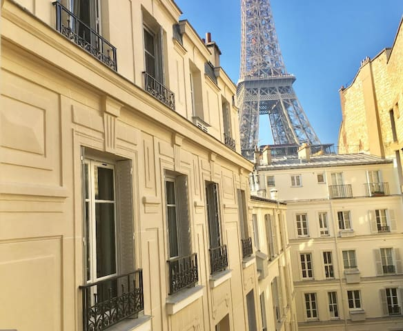 One Block from Eiffel Tower (Mobility lease)