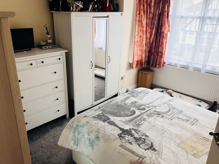 king size bed, wardrobe, flat screen tv