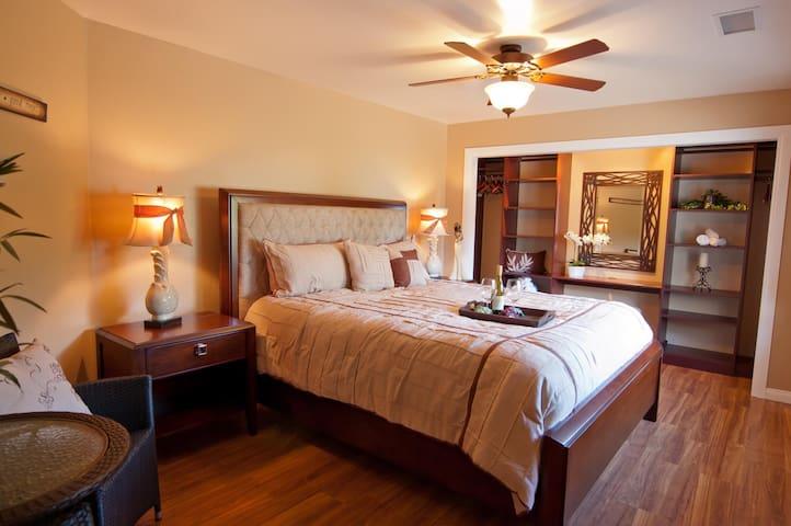 Bel Vino House, Vineyard Suite - Temecula - Bed & Breakfast