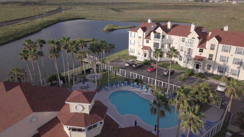 """Avalon"" a splendid resort-style (1st-floor) condo"
