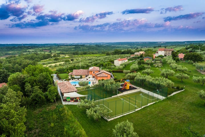 Villa GioAn -3000m2, Private Playground ⚽ Sea View