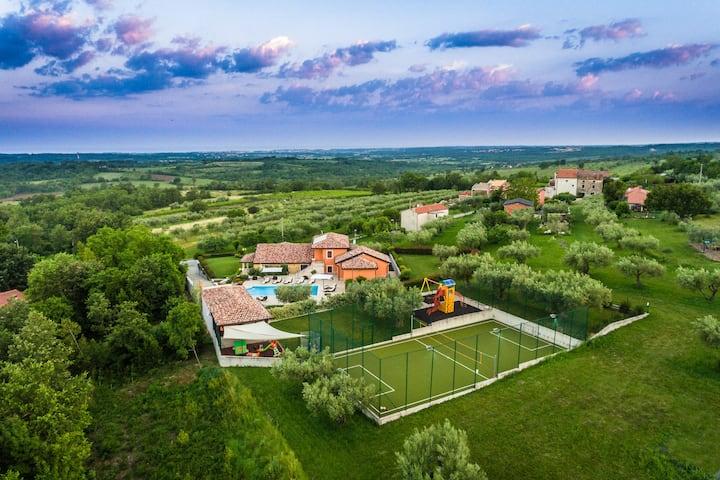 Villa GioAn -3000m2, Private Playground ⚽ Sea View
