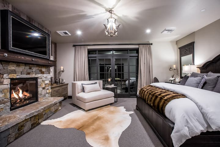 Luxury Suite 201 at The Galleries of Whitefish, in the HEART of downtown!