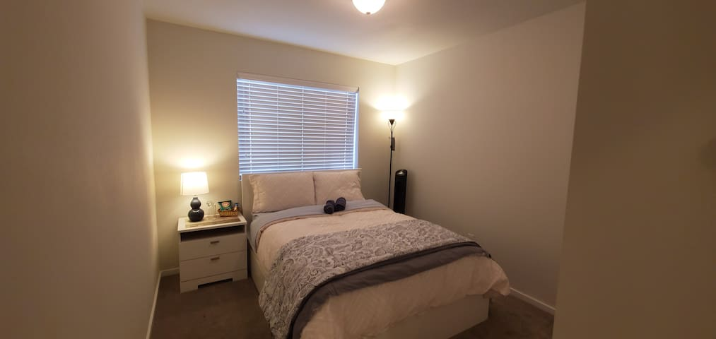Cozy charming private bedroom in cambria terrace..