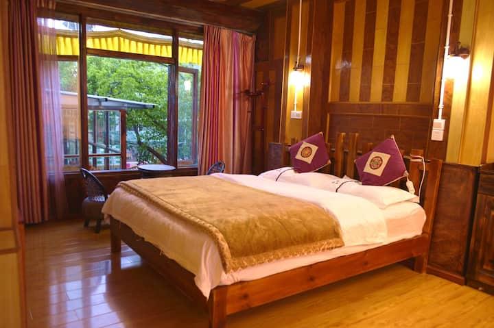 老藏房藏式卓玛大床房(Tibetan King Bed)