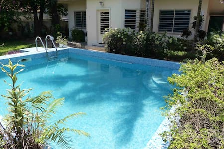 VILLA SECURISEE AVEC PISCINE A BIETRY - Abidjan - Villa