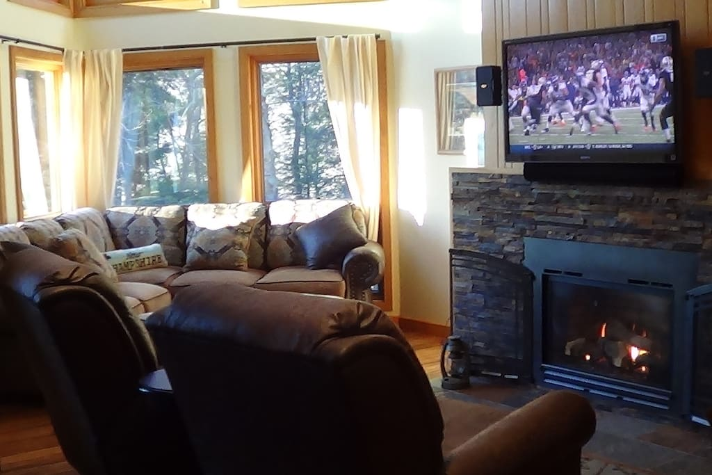 Extremely Comfortable Large Family Room with Surround Sound Theater