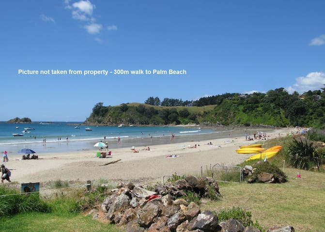 Palm Rd Cottage - Private & Walk to Beach