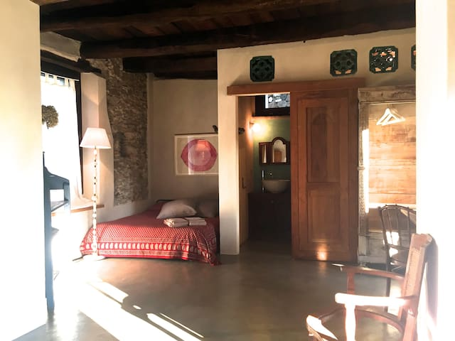 Lago d'Orta. Petite Maison d'Artiste. (2 guests)