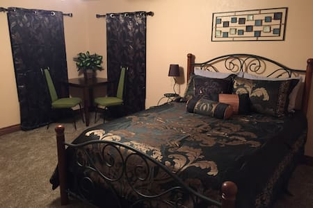Master Bedroom Suite; Near Zion, Grand Canyon, etc - Fredonia - Haus