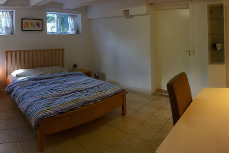 Spacious room w/private entrance - Charlottenlund