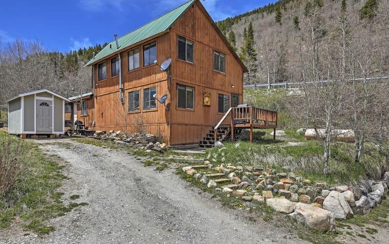 'The Snowshoe Inn' - 1BR + Loft Salida Cabin - Salida - Cabin