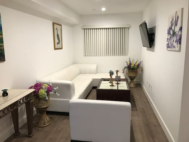 Brand New 2BD/2BA Apt with all amenities/free WIFI - Los Angeles - Apartament