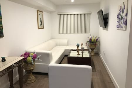 Brand New 2BD/2BA Apt with all amenities/free WIFI - Los Angeles - Apartmen