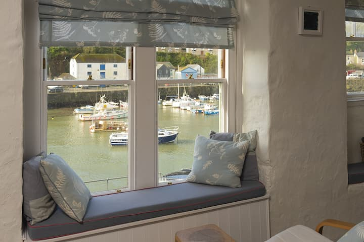 The Customs House Loft - Stunning views of Porthleven Harbour