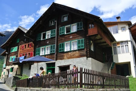 Single room in traditional Chalet - Bedretto - บ้าน