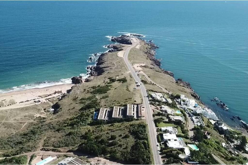 Privilegiada ubicación, en uno de los lugares mas bellos de la costa atlántica sudamericana.