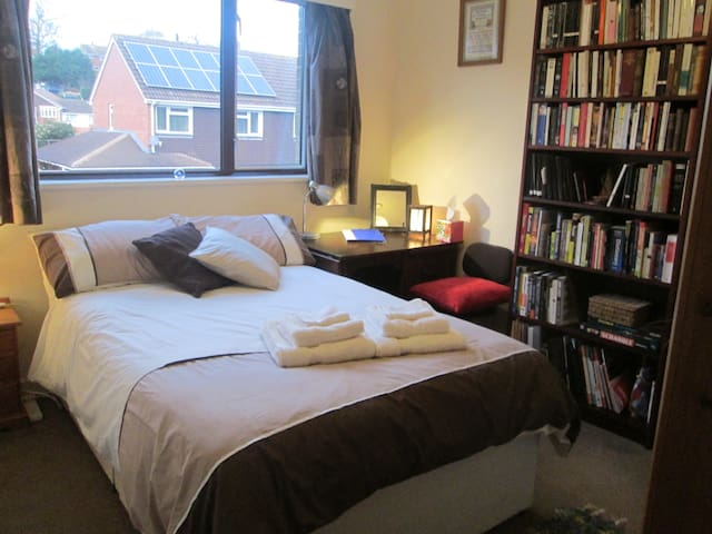 Quiet comfortable friendly Double - Exeter - House