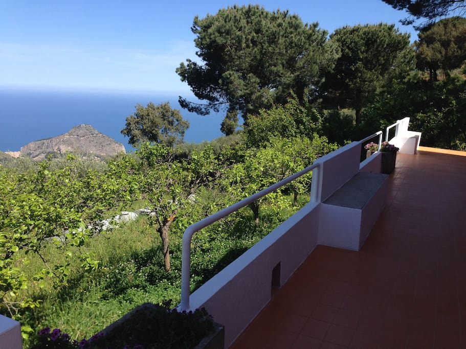 The terrace and the lovely sea view