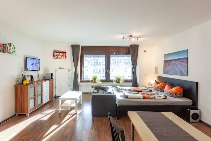 Central Apartment in south Cologne with Netflix