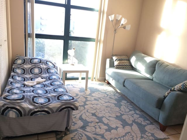 Great Private Room w/ Private Bath in Family Home - Miami - Condominium