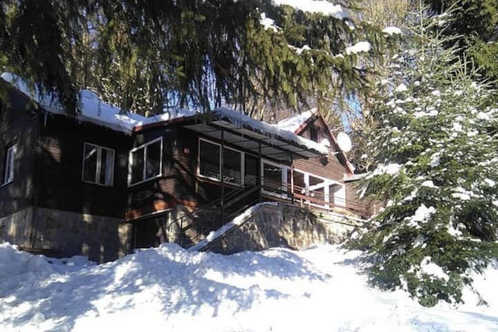 Cottage  by river and woods for 21 persons