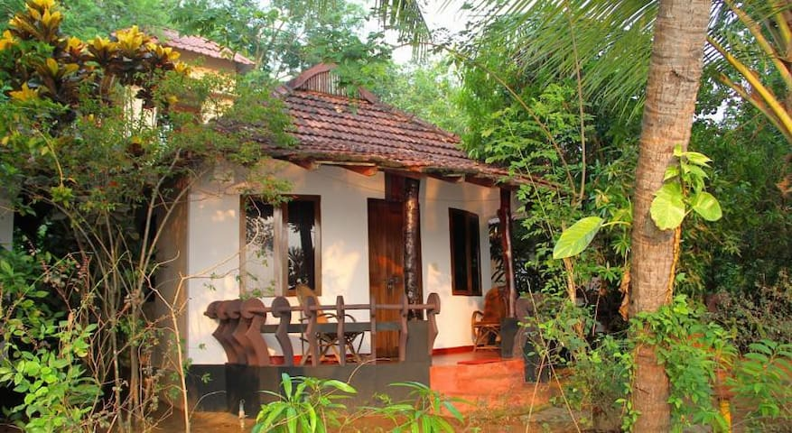 An island retreat where you'll find nature - Ernakulam - Villa