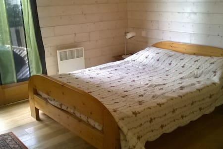 une chambre lit de deux placesl - Peyrestortes