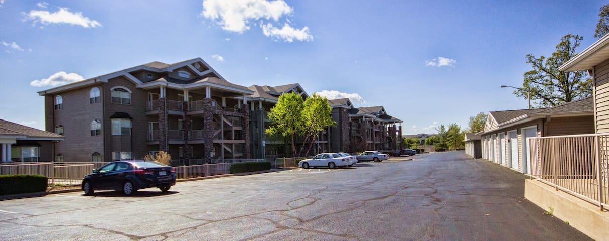 Branson Condo | Thousand Hills | Golf views | Close to 76  and Shopping (041406) - Branson - Flat
