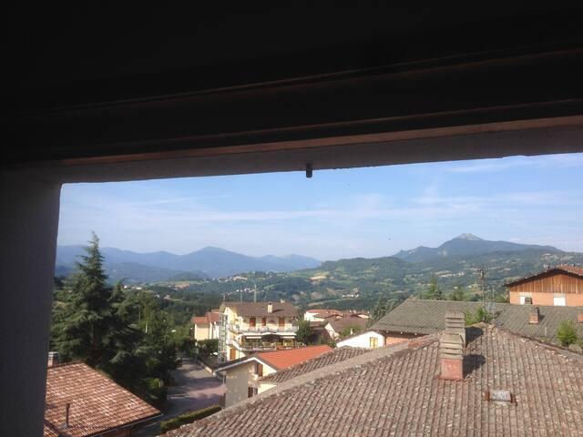 Vista Monti Ventasso - Cerreto - Cavalbianco dalla camera 2