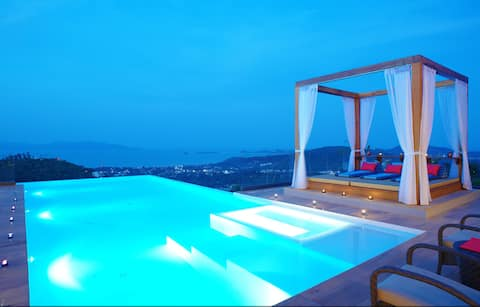 9 Bedroom Sea View Villa Blue ~ 5* with staff