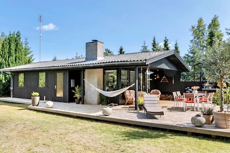 Familievenligt sommerhus i Marielyst.
