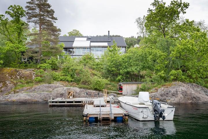 Unik eiendom ti meter fra sjøen, nær Bergen