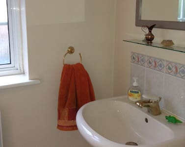 Convenient and comfortable, with private bathroom - Rickmansworth - House - 2