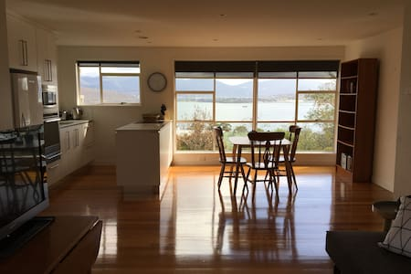 Self-contained unit with a view - Rose Bay