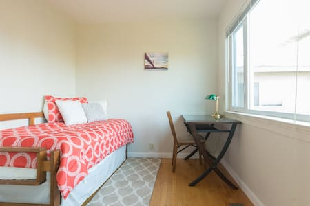 Safe&Cozy 2 blocks 2 BART Room 2 - El Cerrito