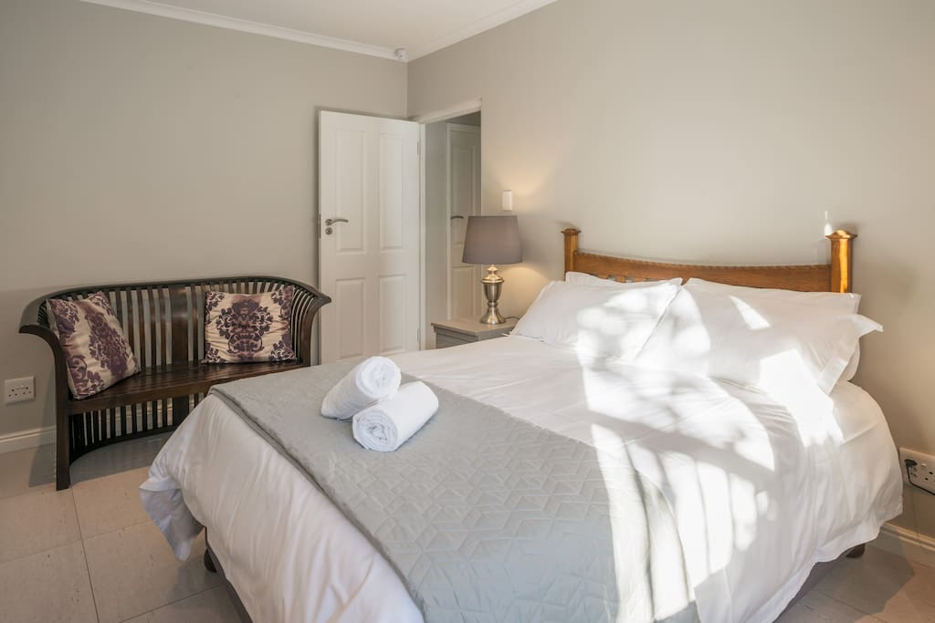@7PillarsBnB - Room Pinot: luxuriously fitted apartment including Egyptian Cotton bedding