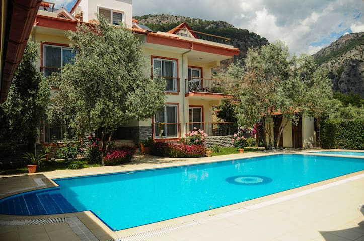 Lovely Apart with Kithcen & Pool - Göcek Belediyesi - Bed & Breakfast