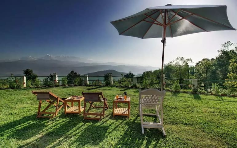 Luxurious Stay Overlooking the Grand Himalayan Range