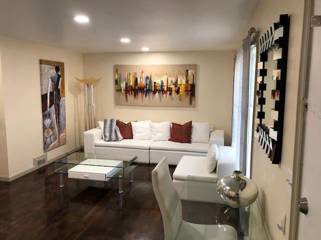 (NEW) Luxury 3 Bed- Sleeps 6 - near Lenox & Phipps