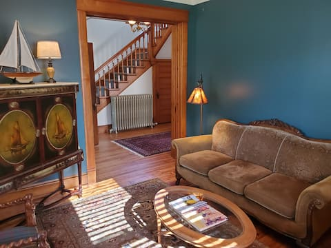 NEW! Lovely classic 2 blocks from Lake Michigan