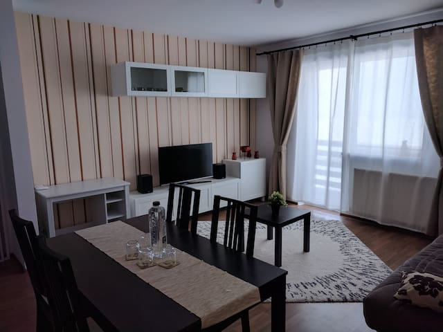 Cozy apartment in a quiet & safe residential area - Sânpetru - Byt