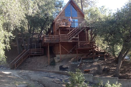 Treehouse: secluded, charming cabin - Idyllwild-Pine Cove
