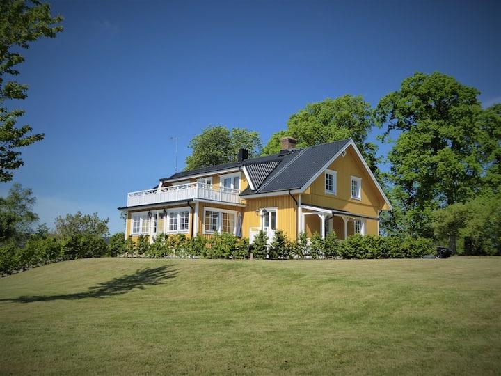 Hyr villa med egen sjö, njut i en exklusiv miljö