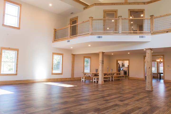 Open Concept Modern Barn Home Newly Built on 5 ac
