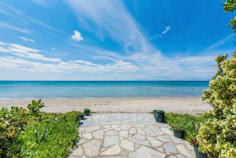 #halu! Spitaki: Sunny Seafront House